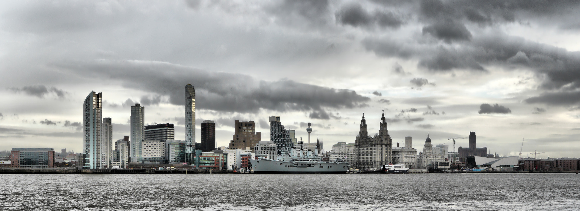 Liverpool_Skyline_with_HMS_Ark_Royal1920