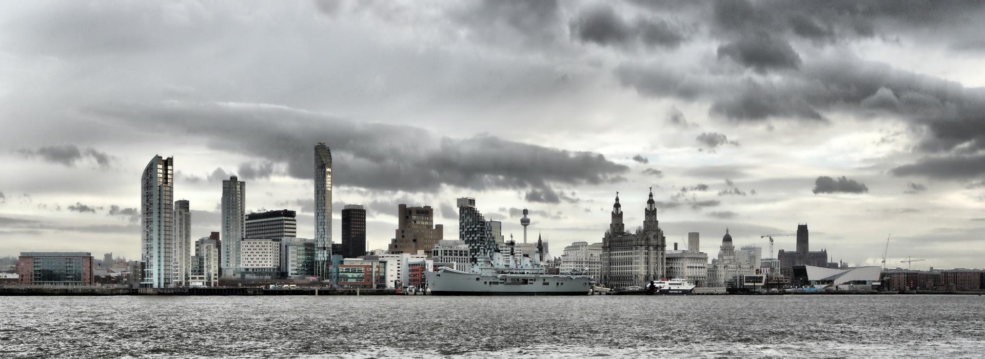 Liverpool_Skyline_with_HMS_Ark_Royal1920